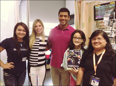 Russell Wilson poses with wife Ashton, Alison, her mother and sister Nicole